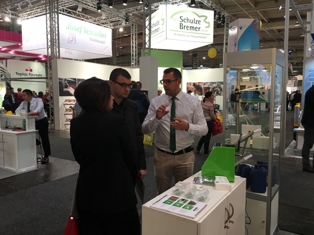 Zoitechlab team showing the SQS to the EUROTIER 2016 attendants