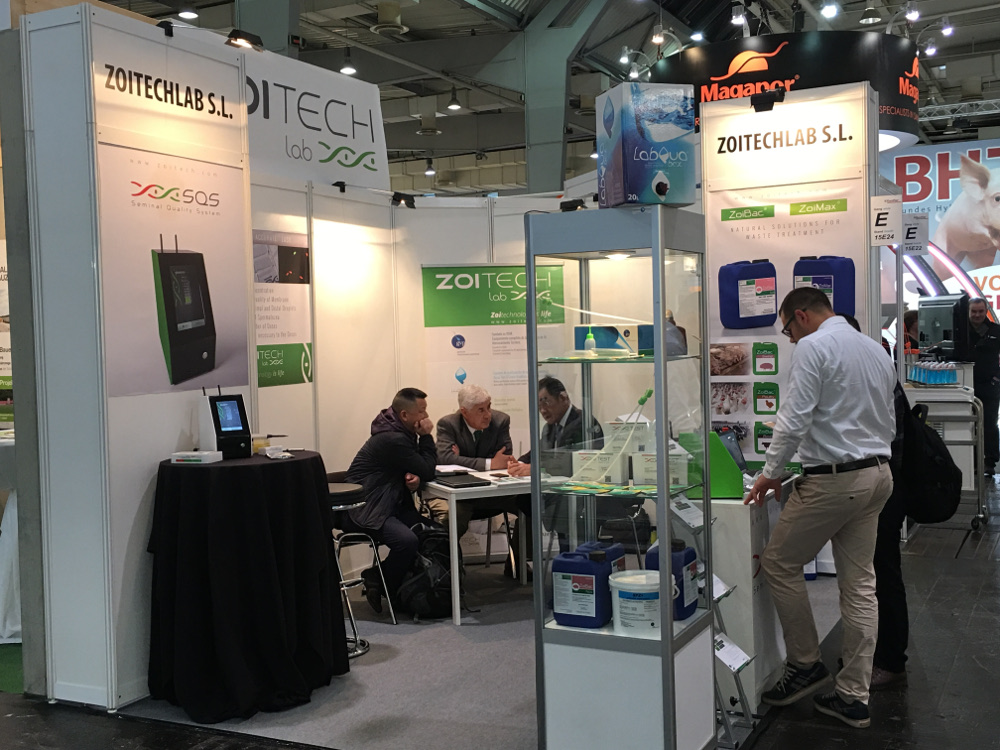 Zoitechlab team showing the SQS in EUROTIER 2016